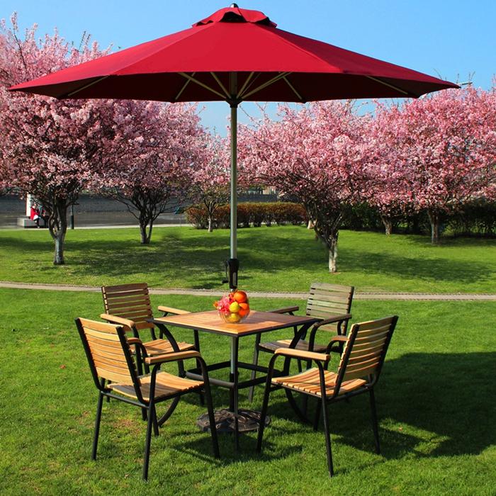 一把好的户外休闲遮阳伞首先要注重材质的好坏,不然经不住风雨,寿命有限。 选材质的时候尽量询问清楚户外休闲遮阳伞骨架的用料,已及厚度,尽量挑选金属和实木框架的,厚度深厚的合适。 户外遮阳伞也叫户外太阳伞,主要用于遮防太阳光直接照射以及防雨。一般采用耐腐抗霉材质,高效抵挡热量及紫外线,骨架轻巧牢固,防腐防锈。适用于酒店门窗、家居门窗、门岗、别墅庭院、商场门口、酒吧餐饮门口、临时会场活动、等场所。 户外的遮阳伞有中柱遮阳伞、单边遮阳伞、香蕉吊伞这三大类。同时曲臂式遮阳蓬也在大街小巷、庭院别墅随处可见。户外休闲