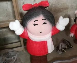 女孩泡沫雕塑