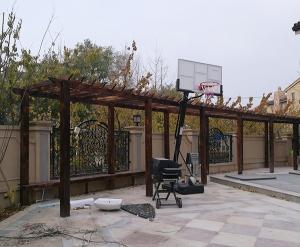 碳化木廊架